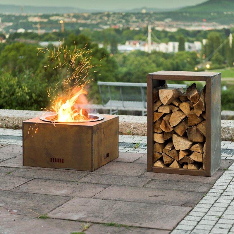 Mit einer Holz Feuerstelle als...